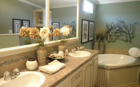 Master bathroom - Wellington X348F6 by Palm Harbor Homes