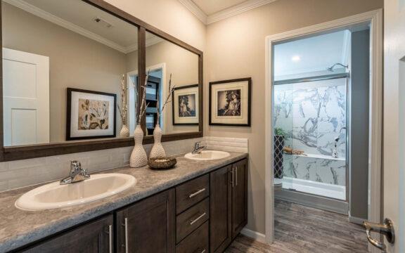 Master Bathroom - The Ventura VI TL30483C, 3 Bedrooms, 2 Baths, 1,440 Sq. Ft.